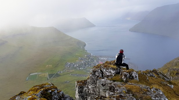 42.1_Ùtsýnið niður á Leirvík frá Sigatindi